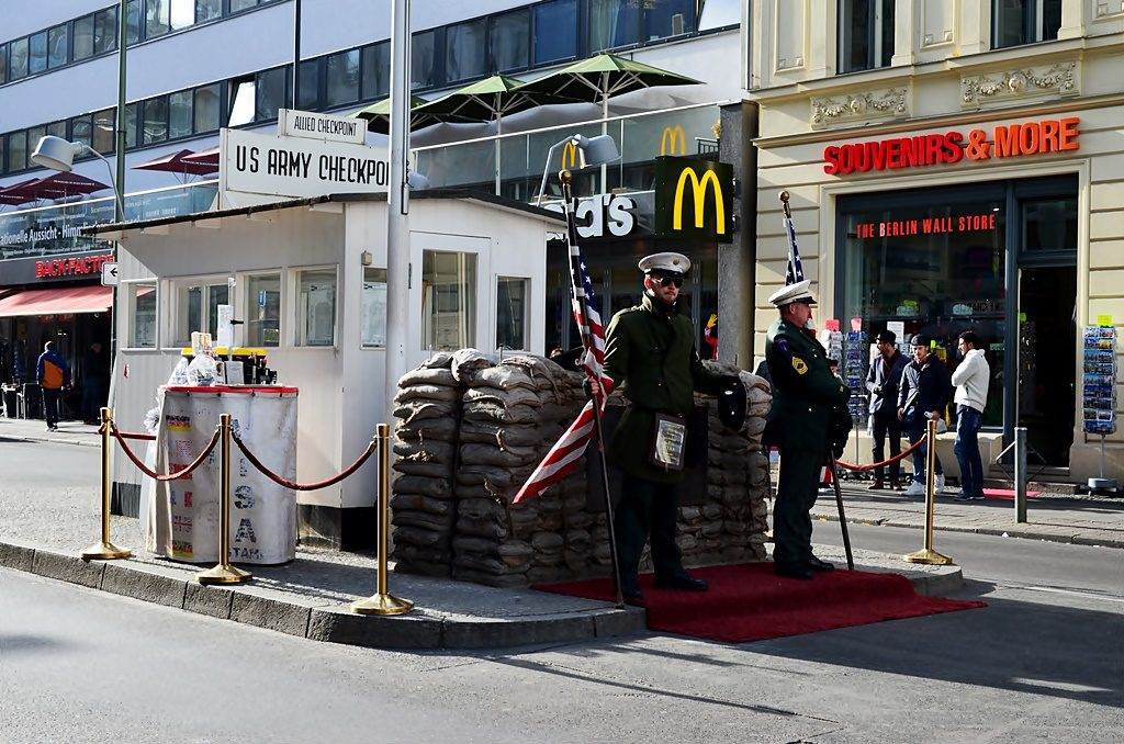 checkpoint_charlie_berlin