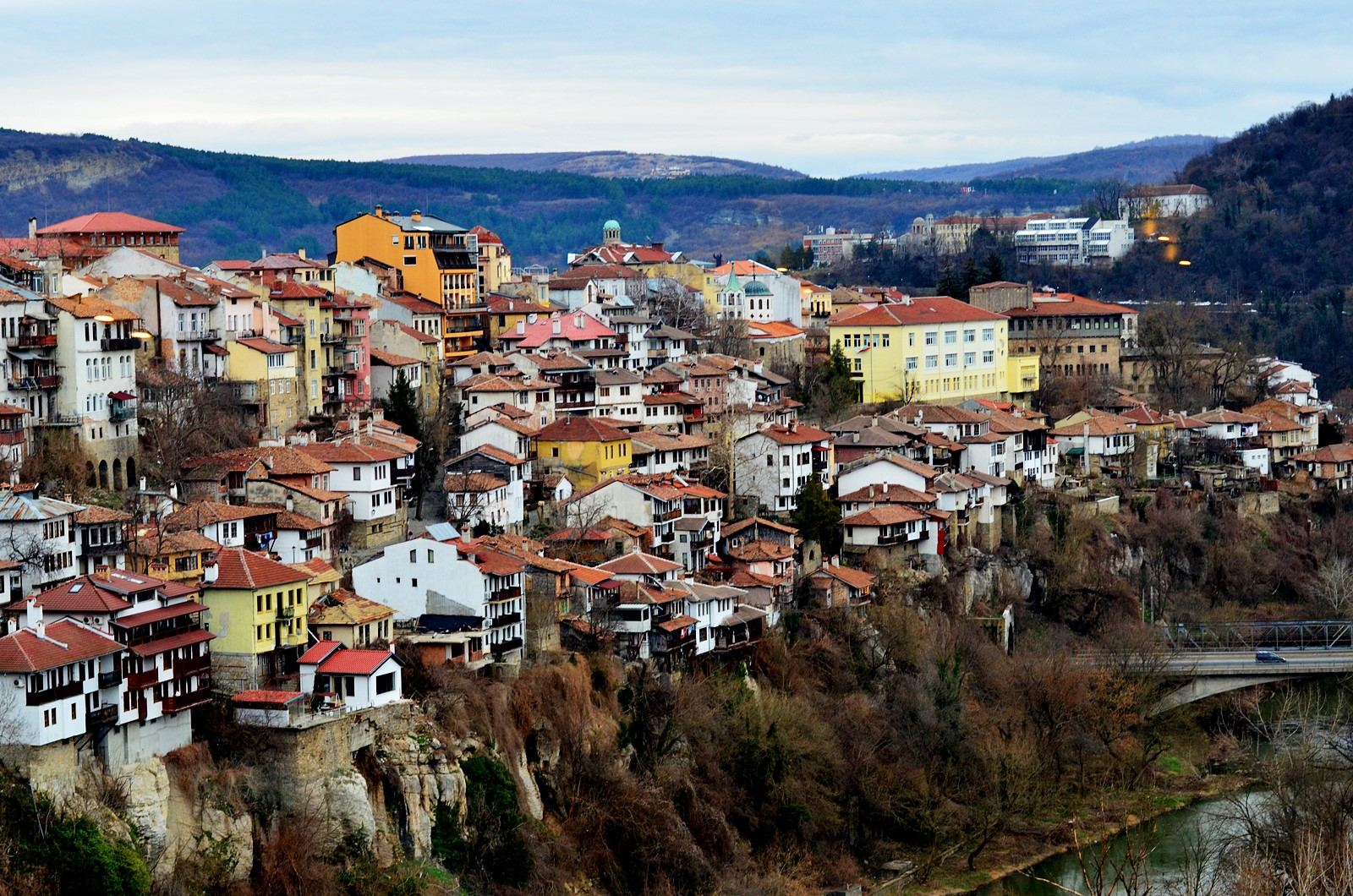 https://calatoriisifarfurii.ro/wp-content/uploads/2017/03/veliko_tarnovo_houses.jpg